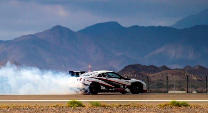 Nissan GT-R Breaks the GUINNESS WORLD RECORDS title for Fastest Drift